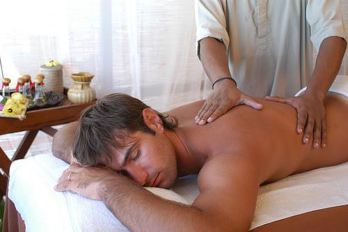eroticheskiy-massazh-massazh-v-klinike